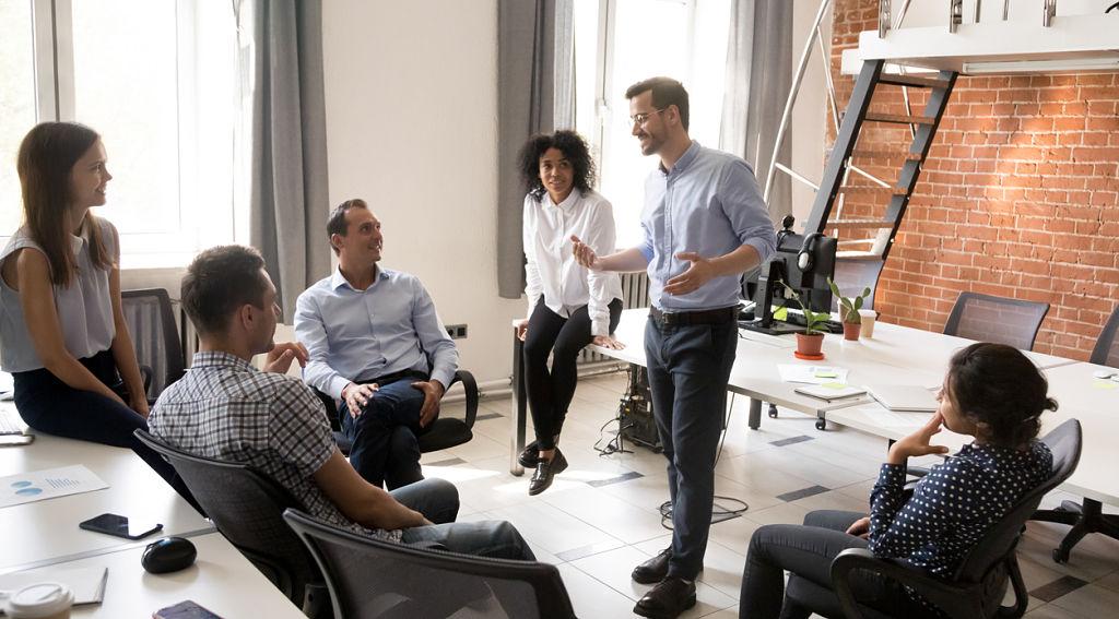 informal-team-meeting-in-office